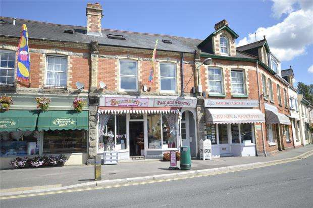 2 Bedrooms Maisonette Flat for sale in Station Road, Bovey Tracey, Newton Abbot, Devon