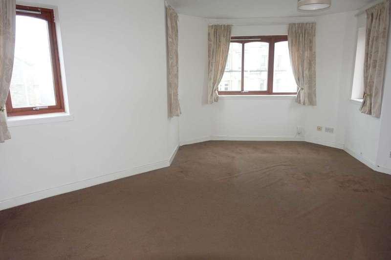 2 Bedrooms Flat for rent in Stock Avenue, Paisley
