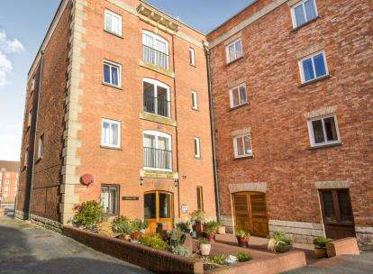 2 Bedrooms Flat for sale in Docks, Bridgwater, Somerset