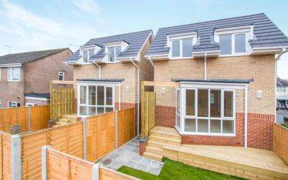 3 Bedrooms Detached House for sale in Upton, Poole, Dorset