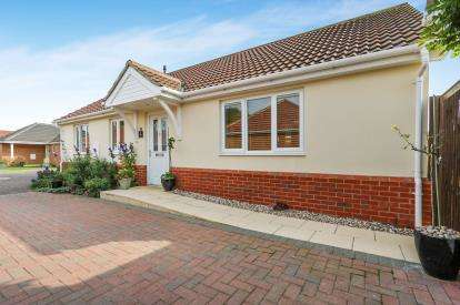 3 Bedrooms Bungalow for sale in Attleborough, Norwich, Norfolk