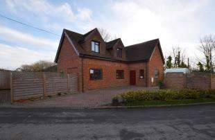3 Bedrooms Detached House for sale in New Road, Hellingly, Hailsham, East Sussex