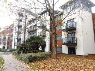 1 Bedroom Flat for sale in Kings Gate, Horsham, West Sussex