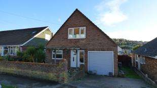 3 Bedrooms Bungalow for sale in Wellington Road, Newhaven, East Sussex
