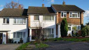 3 Bedrooms Terraced House for sale in Woodcrest Walk, Reigate, Surrey