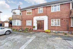 2 Bedrooms Flat for sale in Devonshire Court, Wickham Road, Shirley, Croydon