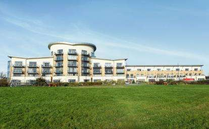 2 Bedrooms Flat for sale in Lacuna, Windsor Esplanade, Cardiff Bay, Cardiff