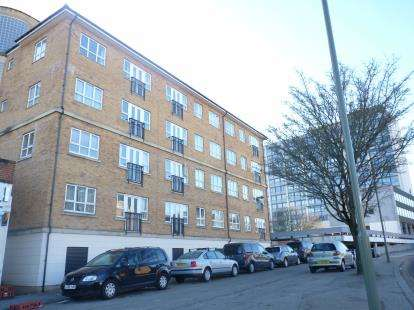 2 Bedrooms Flat for sale in Geneva Court, 2 Rookery Way, Colindale, London