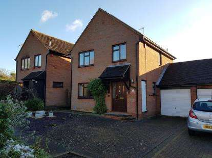 3 Bedrooms Link Detached House for sale in The Spinney, Bradwell, Milton Keynes, Buckinghamshire