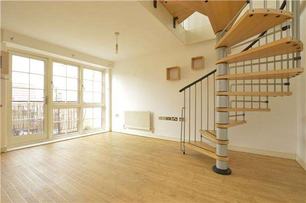 2 Bedrooms Flat for sale in Malt House Place, ROMFORD, RM1 1AR