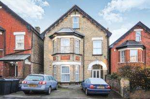 2 Bedrooms Flat for sale in Birdhurst Rise, South Croydon
