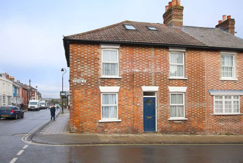 2 Bedrooms Ground Flat for sale in Station Street, Lymington, Hampshire