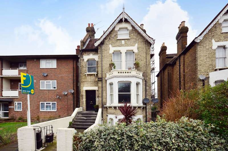 2 Bedrooms Flat for sale in Hopton Road, Streatham, SW16