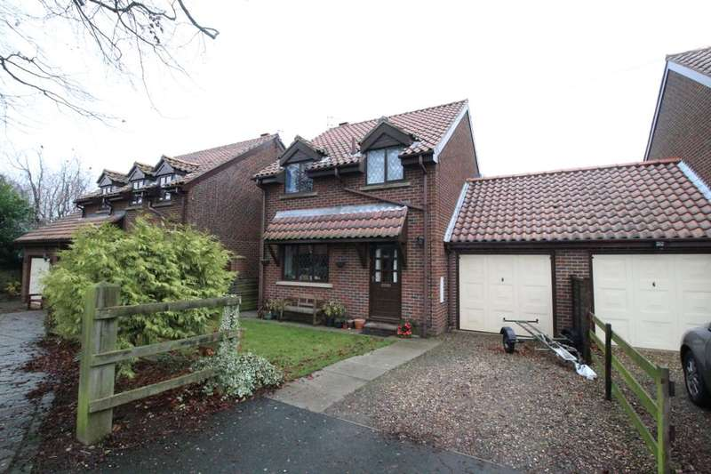 3 Bedrooms Detached House for sale in Mayfield Drive, Seamer, Scarborough, YO12
