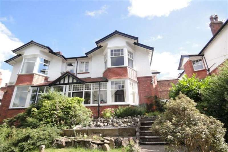 2 Bedrooms Flat for sale in Royal Avenue, Scarborough, YO11