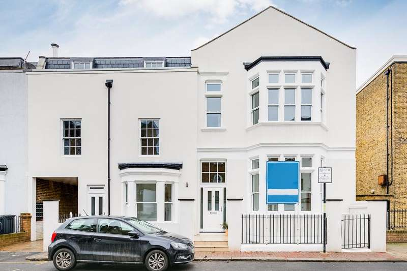 3 Bedrooms Flat for sale in Vicarage Crescent, London, SW11