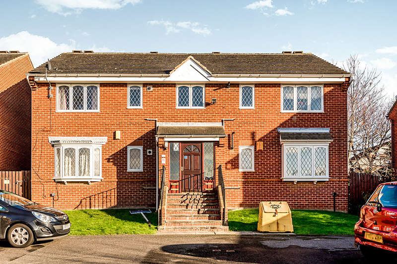 2 Bedrooms Flat for sale in Thirlmere Close, Leeds, LS11