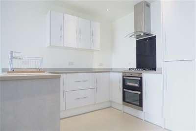 2 Bedrooms Flat for rent in Oak Drive, Colwyn Bay