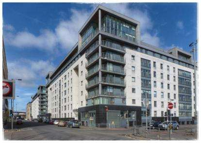 3 Bedrooms Flat for sale in Wallace Street, Tradeston, Glasgow
