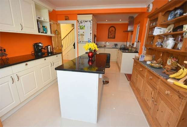 6 Bedrooms Detached House for sale in Pierremont Avenue, Broadstairs