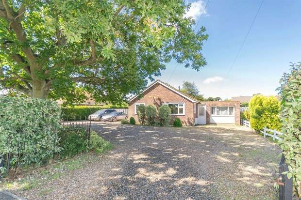 3 Bedrooms Detached Bungalow for sale in 18 Kings Lynn Road, Hunstanton