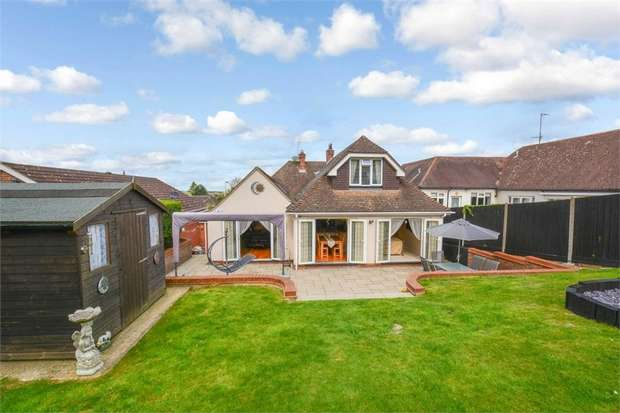 3 Bedrooms Detached Bungalow for sale in Tring Road, Dunstable, Bedfordshire