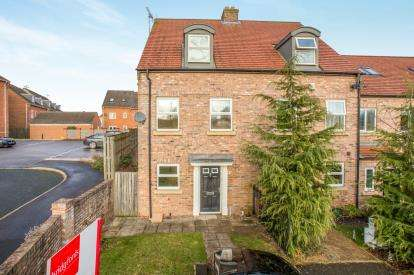 3 Bedrooms Terraced House for sale in Angel Garden, Knaresborough, North Yorkshire, .