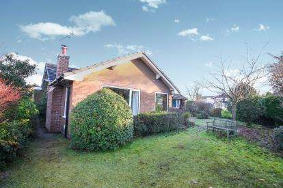 4 Bedrooms Bungalow for sale in The Spinney, Norley, Frodsham, Cheshire