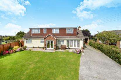 5 Bedrooms Detached House for sale in Hilton Road, Seamer, Middlesbrough