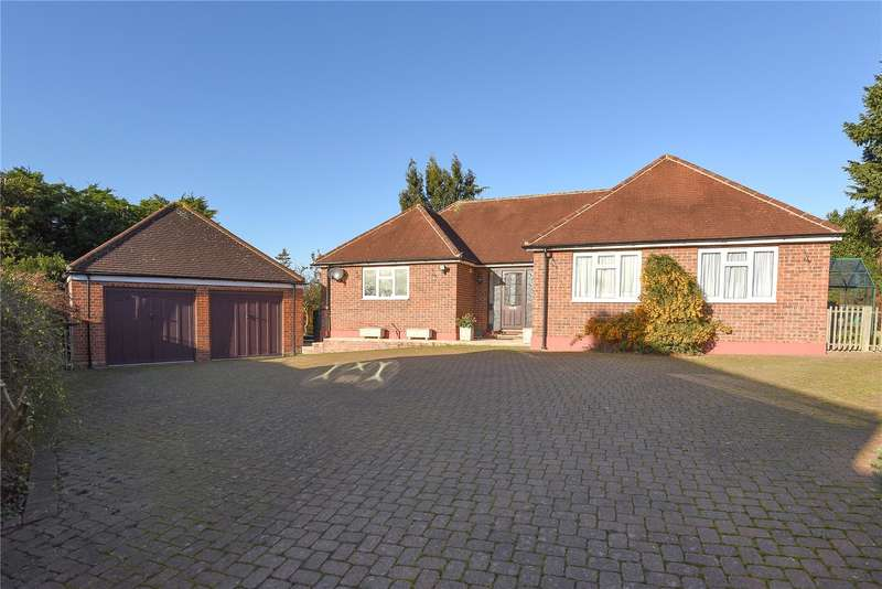 3 Bedrooms Detached Bungalow for sale in Elstow Close, Eastcote, Middlesex, HA4