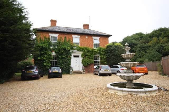 5 Bedrooms Country House Character Property for rent in Immaculately presented five bedroom detached Georgian residence, Worcester