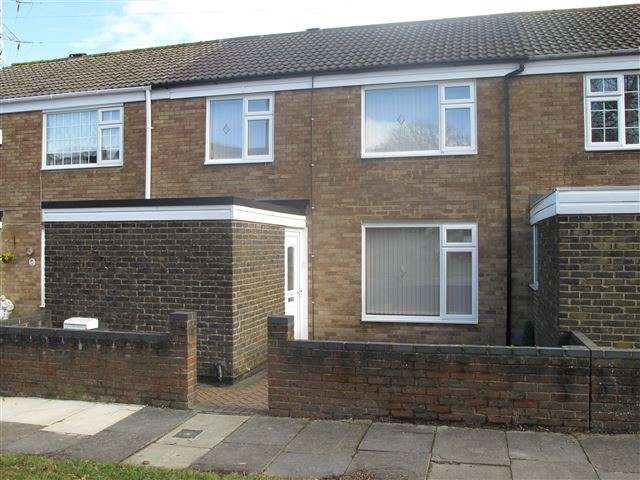 3 Bedrooms Terraced House for rent in Furnace Green, Crawley