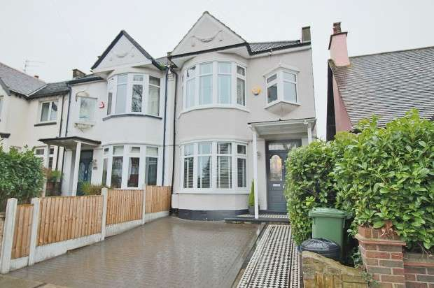 3 Bedrooms Semi Detached House for sale in Eastwood Lane South, Westcliff-on-Sea, SS0