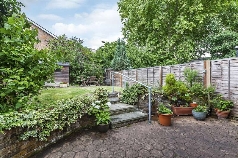 3 Bedrooms House for sale in Chichester Close, London, SE3