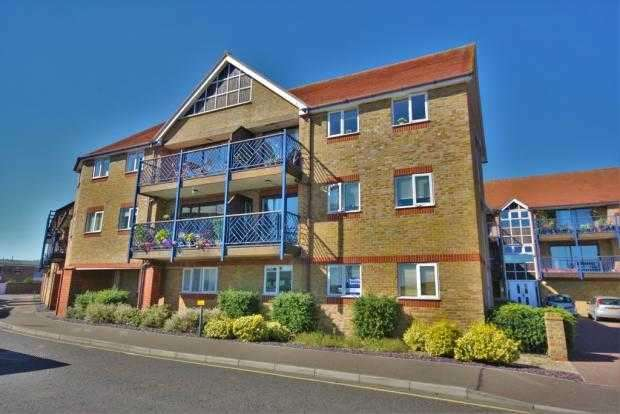 2 Bedrooms Flat for rent in Petticrow Quays, Burnham On Crouch
