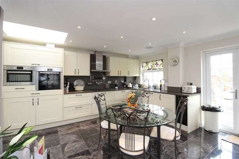 3 Bedrooms Semi Detached House for rent in Leigh on Sea