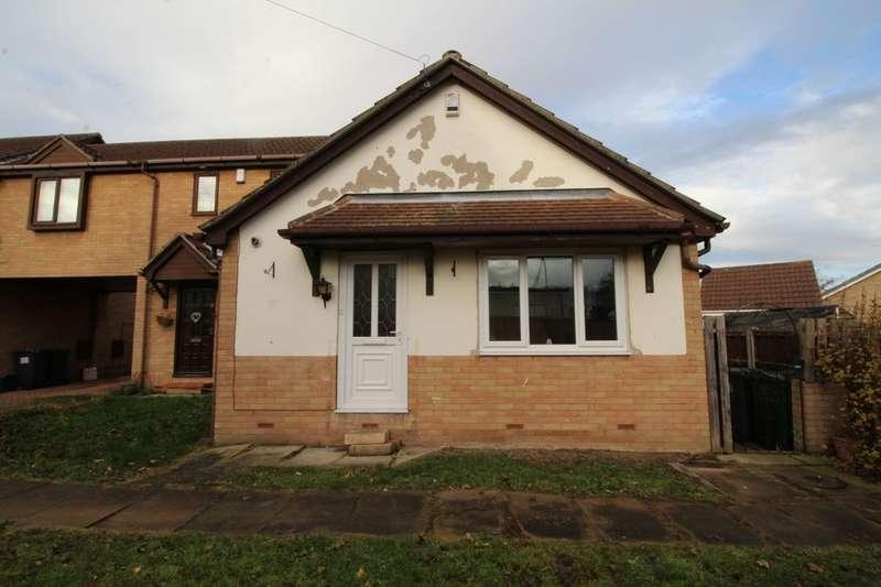 2 Bedrooms Semi Detached Bungalow for sale in Hoddesdon Crescent, Dunscroft, Doncaster, DN7