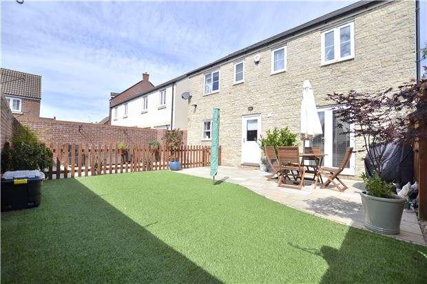 4 Bedrooms Detached House for sale in Coopers Edge, Brockworth