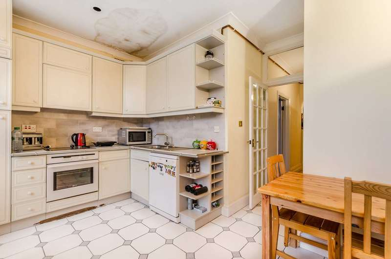 3 Bedrooms Flat for sale in Addison Bridge Place, Olympia, W14