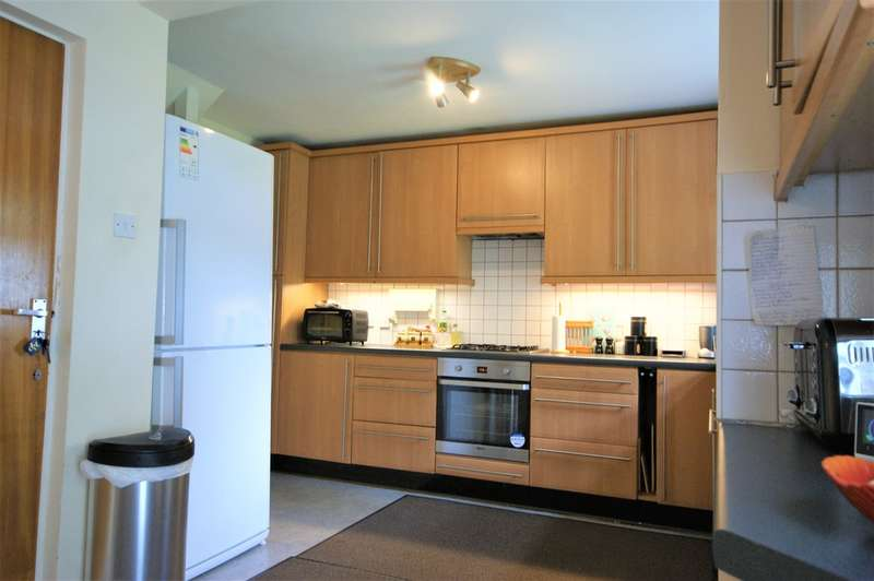 6 Bedrooms Detached House for rent in Wakehams Hill, Pinner