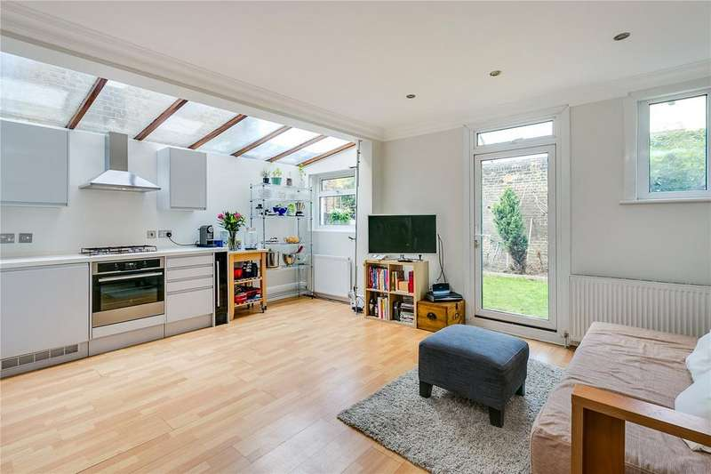 2 Bedrooms Flat for sale in Munster Road, Fulham, London