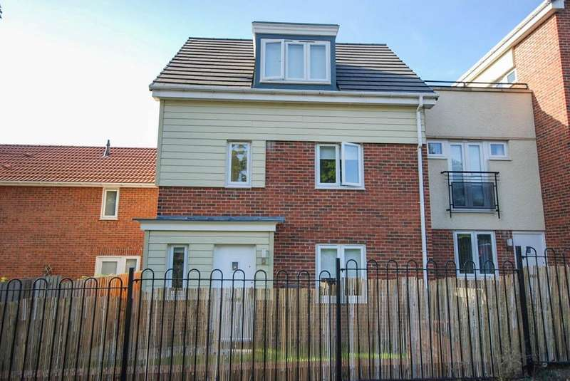 3 Bedrooms Town House for sale in Swan Court, Hylton Castle