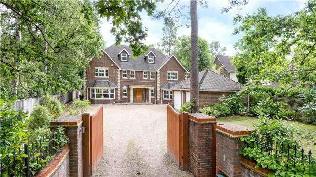 6 Bedrooms Detached House for sale in Hollybush Ride, Finchampstead, Wokingham