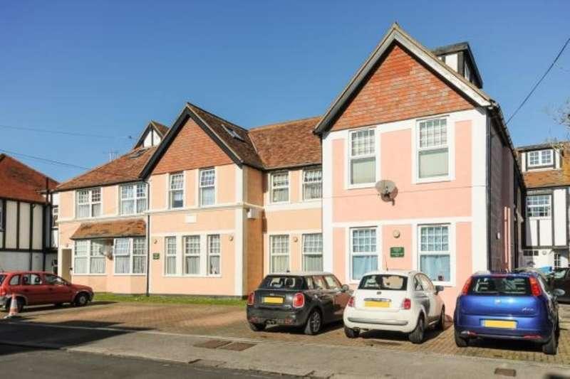 2 Bedrooms Flat for sale in Stocker Road, Bognor Regis, PO21