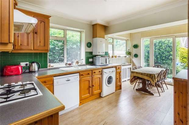 3 Bedrooms Detached Bungalow for sale in Dudley Road, WALTON-ON-THAMES, Surrey