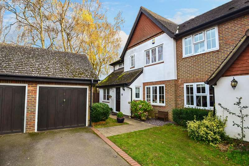 4 Bedrooms House for sale in Windmill Platt, Handcross, Haywards Heath, West Sussex, RH17