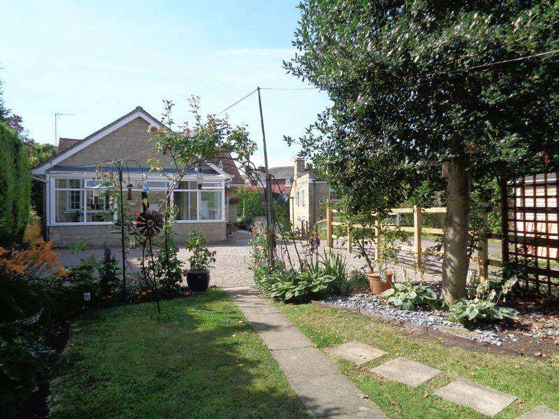 2 Bedrooms Bungalow for sale in Bredon, GL20 7LW