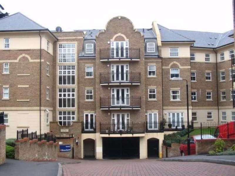 2 Bedrooms Apartment Flat for rent in The Huntley, Carmelite Drive, Reading.