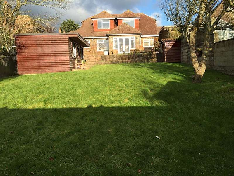 4 Bedrooms Detached House for rent in Bennet Drive, Hove, East Sussex, BN3 6PL