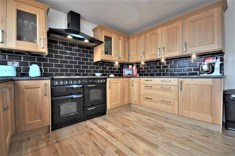 3 Bedrooms Detached Bungalow for sale in Lawnswood Crescent, Marton, Blackpool, Lancashire, FY3 9UQ